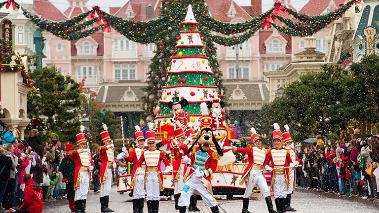 Disneyland Christmas Parade 2021 New Christmas And Daytime Parades Are Coming To Disneyland Paris Disney In Motion